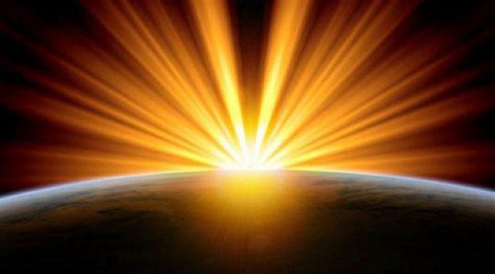 Des cascades de Lumière à haute fréquence illuminent la planète Terre Conseil des anges via Goldenlight