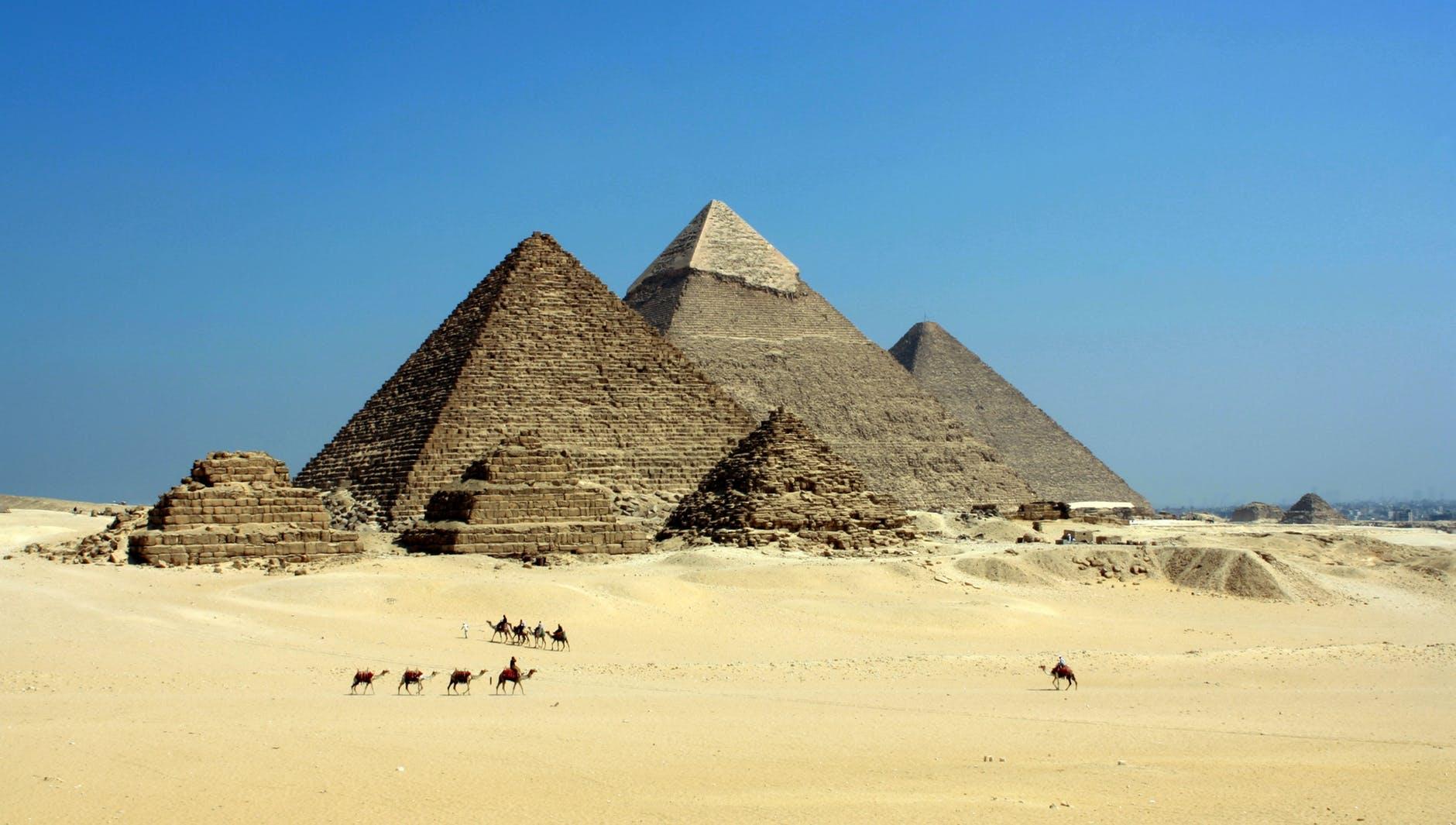 Magnifique vidéo sur l'alignement des pyramides de Gizeh avec les étoiles !