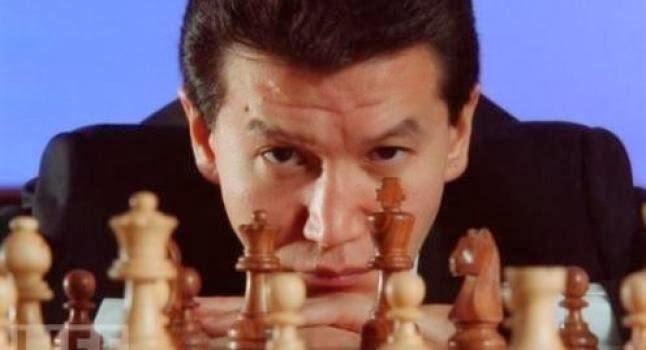 Président de la FIDE (Fédération internationale d'Échecs) et ancien Président de la République Russe de Kalmoukie, il affirme avoir été «abducté»