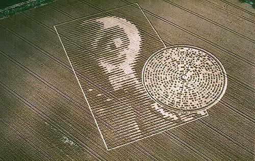 Les Crops circles ou agroglyphes : hypothèses de création non humaine et humaine