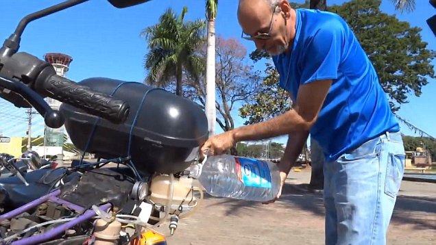 500 Km avec 1 litre d'eau: un homme brésilien montre pourquoi nous n'avons pas besoin d'essence