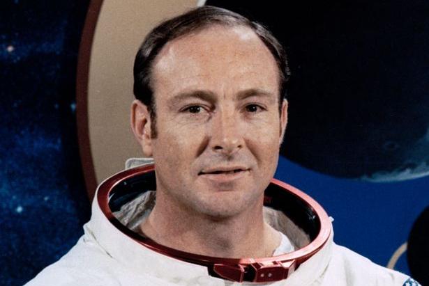 """Le 6ème homme à avoir marché sur la Lune se confesse avant de Mourir : """"Les Extraterrestres ont empêché une Guerre Nucléaire sur Terre"""""""