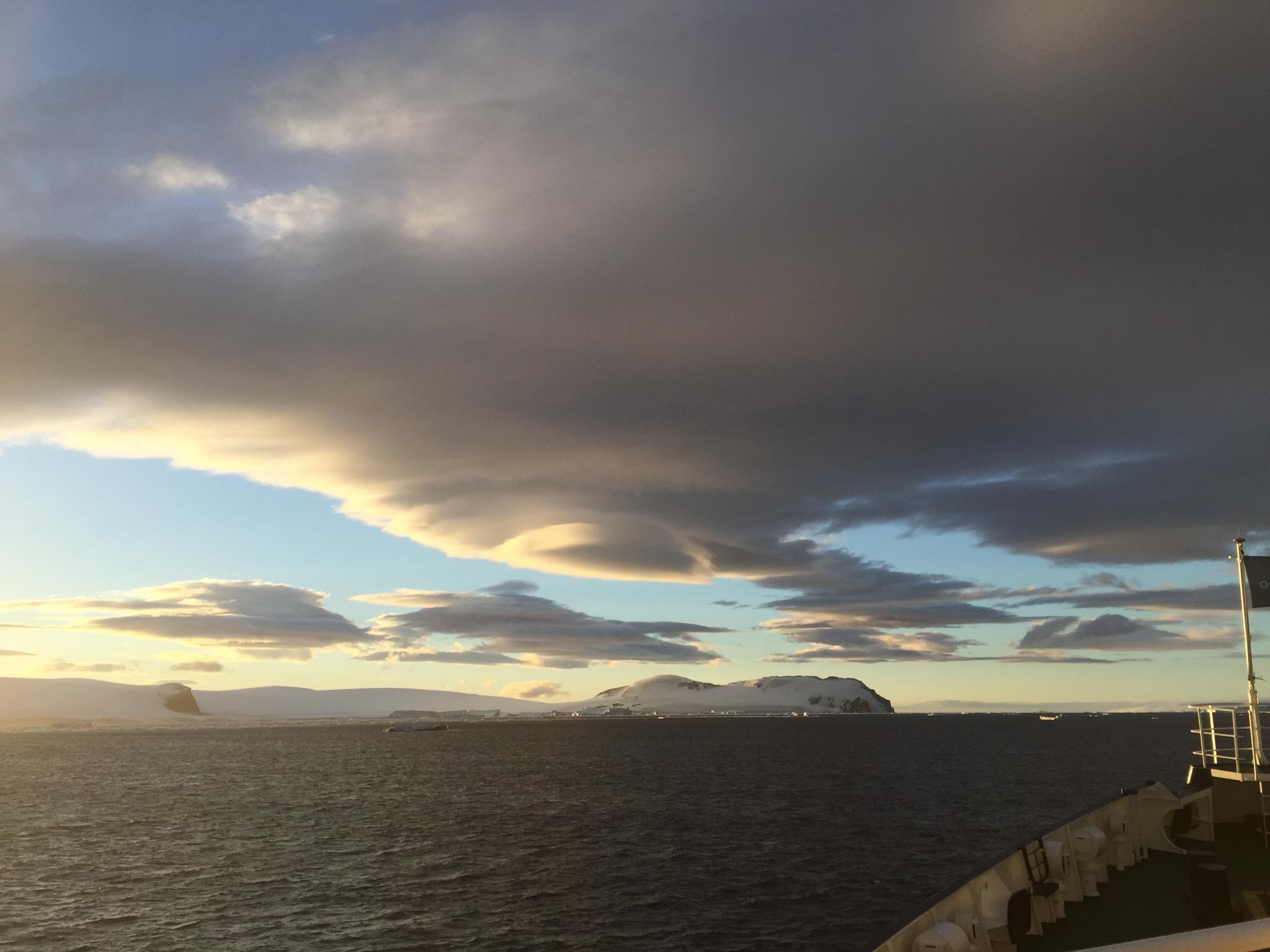 L'Antarctique est sous le Coup d'un Blocus alors que Commence le Dévoilement du Programme Spatial Secret