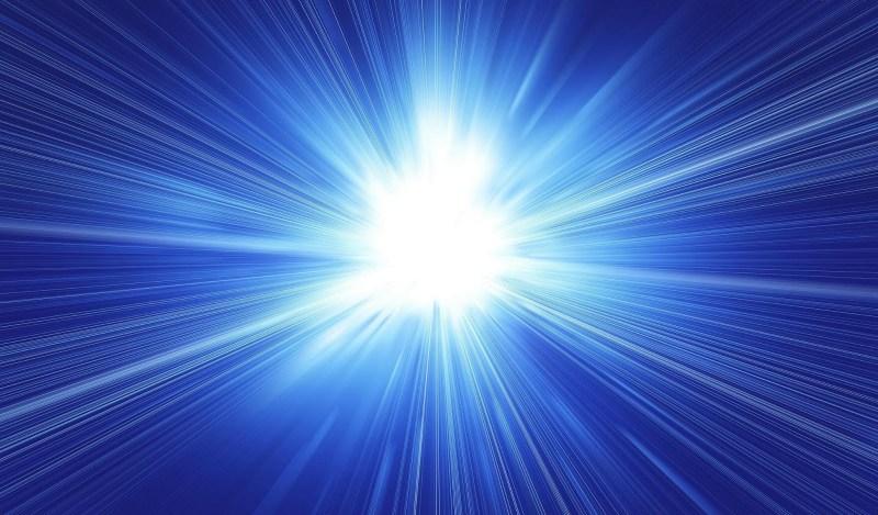 donker-blauwe-abstracte-achtergrond-met-wit-licht