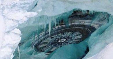 Michael Salla et l'histoire secrète de l'Antarctique et l'évolution des programmes spatiaux secrets (vidéo en anglais avec sous-titres automatiques)