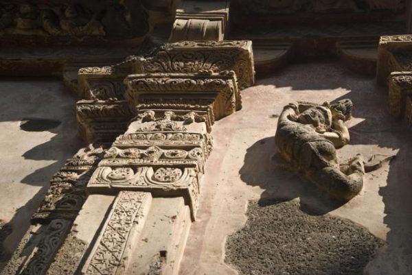 THIS-Temple-Was-Carved-Out-Of-A-Mountain-4-600x401-1