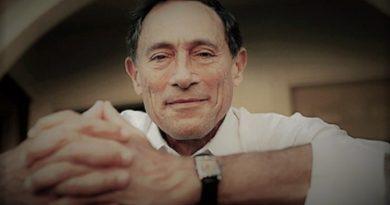 Le docteur John Mack, le spécialiste des Abductions ! Un phénomène réel…